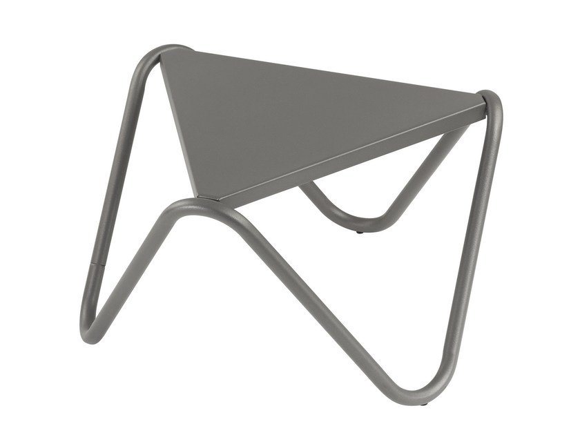 Triangular steel garden side table VOGUE by Lafuma Mobilier