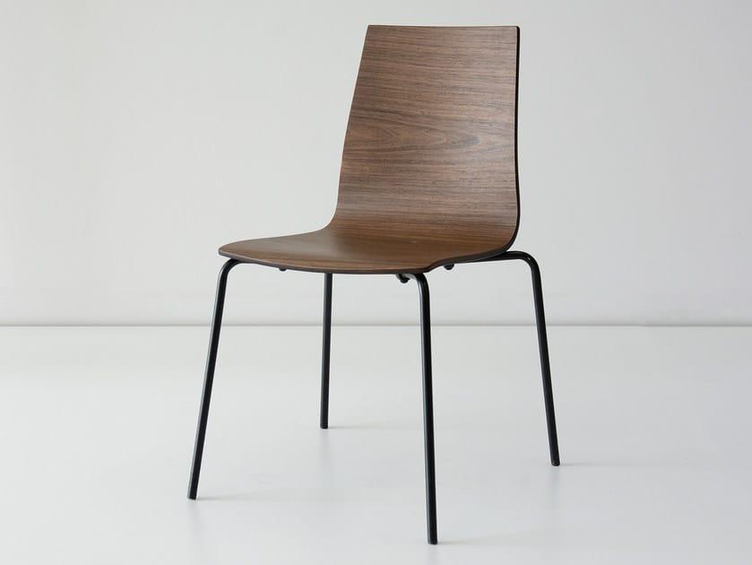 Sedia impilabile in legno impiallacciato WALLACE | Sedia by hollis+morris