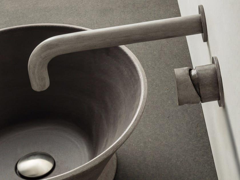 Miscelatore per lavabo a 2 fori a muro in acciaio inox con aeratore INNESTO | Miscelatore per lavabo by MINA