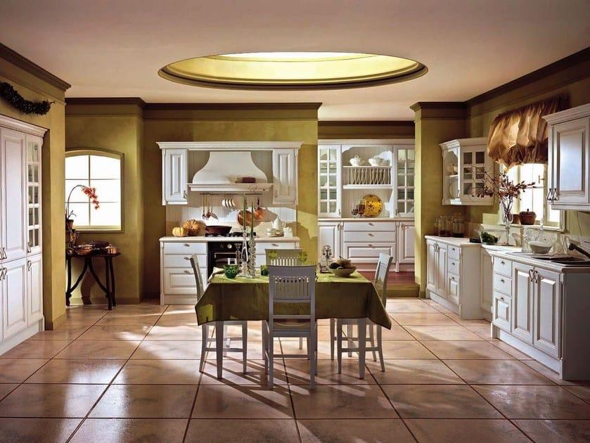 Cucina componibile laccata in legno con maniglie RAFFAELLO | Cucina in legno by Oikos Cucine
