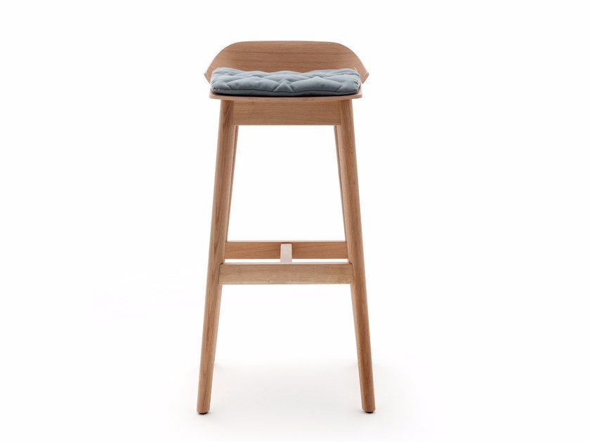 Wooden stool with footrest ROLF BENZ 650 | Wooden stool by Rolf Benz