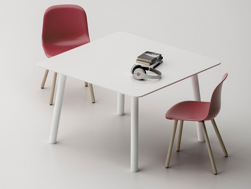 Lacquered square meeting table with USB WOODS | Square meeting table by FANTONI