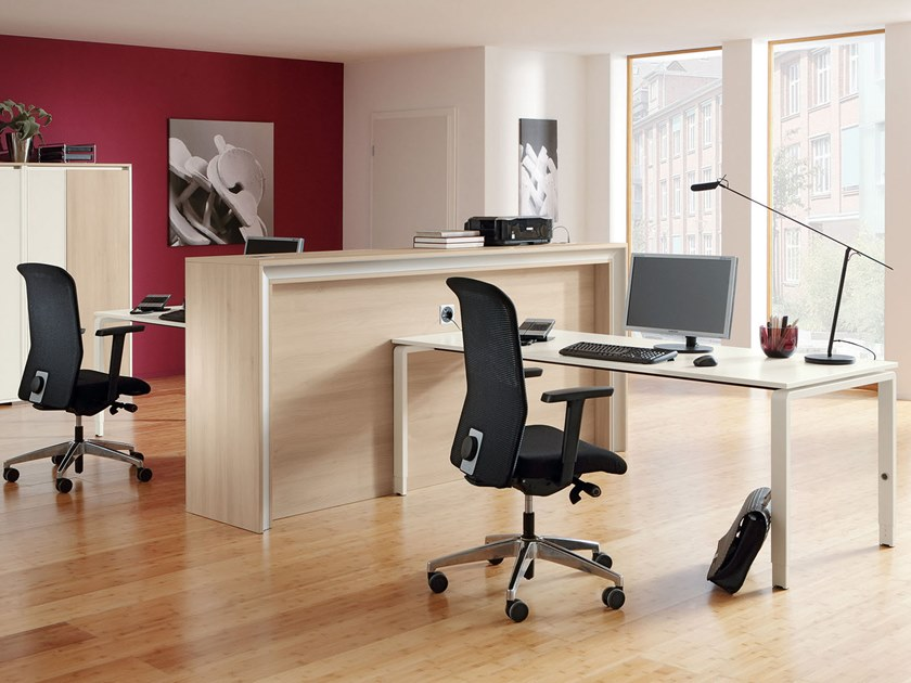 Height-adjustable workstation desk PENSUM | Workstation desk by PALMBERG