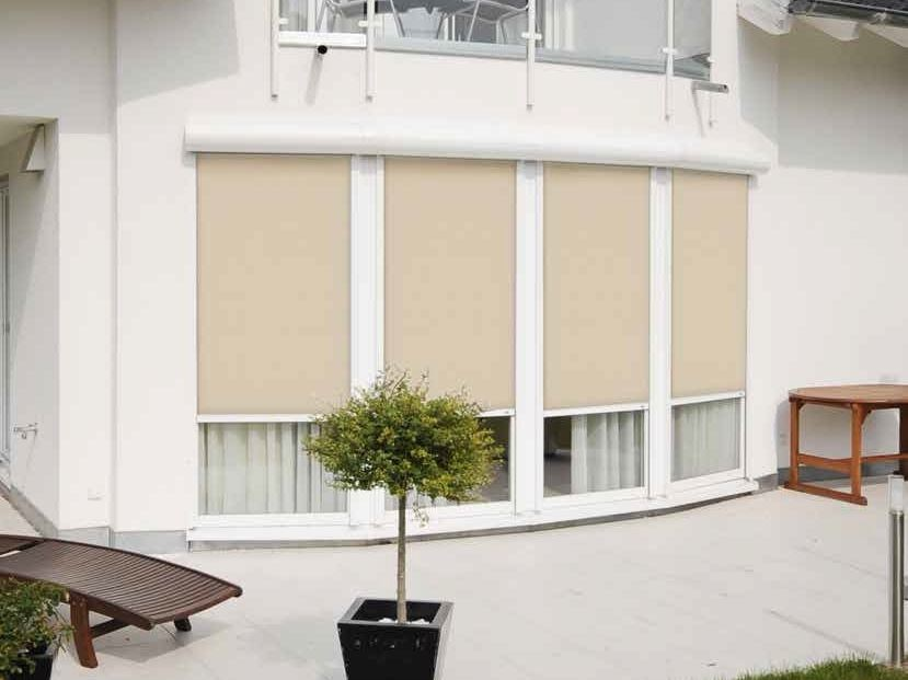 Motorized roller blind with guide system ZIPSCREEN & ROLLSCREEN by Sprilux