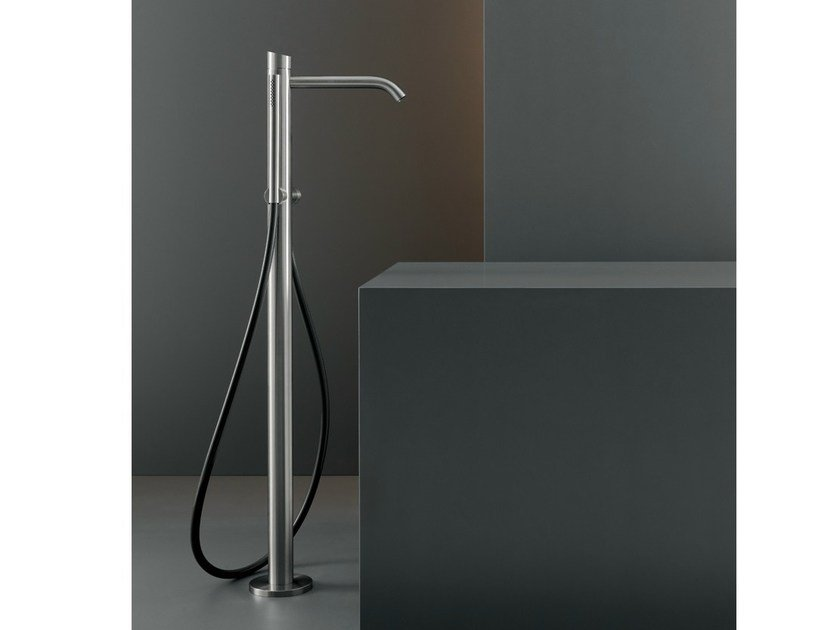 Free-standing hydroprogressive mixer for bathtub ZIQ 51 by Ceadesign