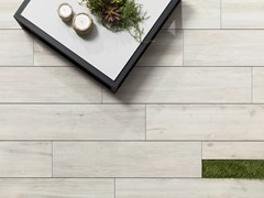 Pavimento per esterni in gres porcellanato effetto legno 20MM - RIVEN WHITE - URBATEK - Grès Porcellanato