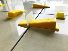 Distanziatore per pavimentiEasy Wedge Levelling System - GENESIS