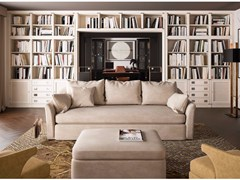 Sala lettura con divano e mobile barAMARCORD - CAROTI & CO.