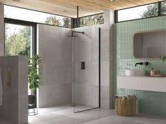 Flair Showers, AYO 1 lato con supporto a soffitto Box doccia con un pannello in vetro e barra stabilizzatrice
