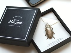 Magnete in bronzoBEETLE BROOCH - GROOVY MAGNETS