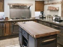 Cucina professionale in acciaio in stile moderno con isola con maniglieBEIGE GREY & BURNISHED BRASS - OFFICINE GULLO