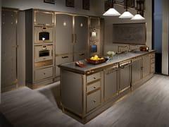 Cucina professionale su misura in acciaio con isolaBEIGE GREY & BURNISHED BRASS - OFFICINE GULLO