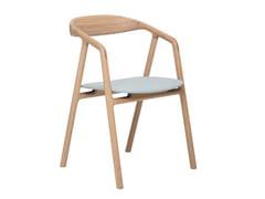 Sedia imbottita in legno massello con braccioliBLED - WOAK