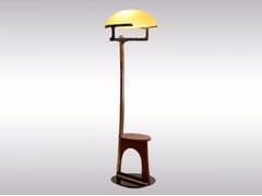 Lampada da terra in legno e vetroBODENLEUCHTE E - WOKA LAMPS VIENNA