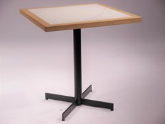 Tavolo quadrato con base a 4 razzeBOGGIE4   Tavolo con base a 4 razze - DADRA