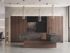 Cucina in eucalipto e marmo con isolaBT45 THE ALIBI - BAUTEAM