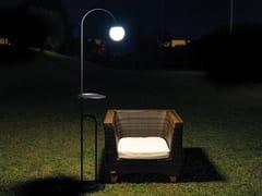 Lampada da terra a LED in metallo con mensolaBUTLER - LINEA LIGHT GROUP