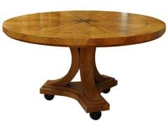 Tavolo rotondo in legno con base a 3 razzeCEREJEIRA | Tavolo - ARNABOLDI INTERIORS