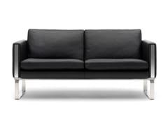 Divano imbottito in pelle a 2 postiCH102   Sofa - CARL HANSEN & SØN MØBELFABRIK A/S