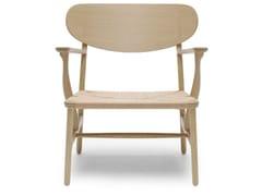 Poltroncina in legno massello con braccioliCH22 | Lounge Chair - CARL HANSEN & SØN MØBELFABRIK A/S