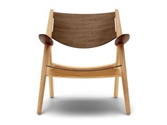 Poltroncina in legno massello con braccioliCH28T | Lounge Chair - CARL HANSEN & SØN MØBELFABRIK A/S