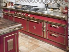 Cucina professionale su misura in acciaio con isolaCHIANTI RED & BURNISHED BRASS - OFFICINE GULLO