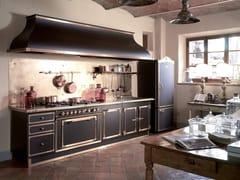 Cucina lineare professionale su misura in acciaioCIOCCOLATO & BURNISHED BRASS - OFFICINE GULLO