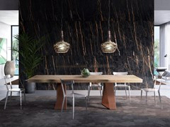 Tavolo con piano in legno massiccio e base in metallo DASAR - Eno