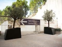 CYRIA, DEGRE9 II | Fioriera per spazi pubblici  Fioriera per spazi pubblici