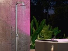 Doccia esterna in acciaio inox con doccetta con soffioneDIVINA OUTDOOR SPA | Colonna SPA - NOVELLINI