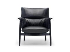 Poltroncina imbottita in legno massello con braccioliE015 | Embrace Lounge Chair - CARL HANSEN & SØN MØBELFABRIK A/S