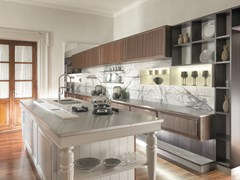 Cucina su misura in eucalipto con isolaESSENZA   Exotic Showroom - MARTINI MOBILI