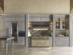 Cucina su misura in eucalipto con maniglie con penisolaESSENZA   Numero5 Showroom - MARTINI MOBILI