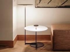 Lampada da terra a LED in metallo con mensolaFLAT 5945 | Lampada da terra con mensola - VIBIA