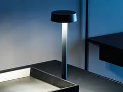 Adriani e Rossi edizioni, FOLLOW ME Lampada da tavolo a LED in metallo senza fili