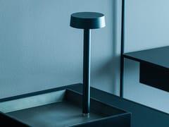 Lampada da tavolo a LED in metallo senza filiFOLLOW ME - ADRIANI E ROSSI EDIZIONI