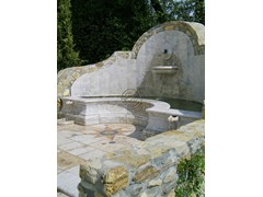 Fontana in pietra naturaleFontana 2 - GARDEN HOUSE LAZZERINI