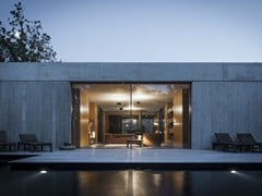 Reynaers Aluminium, HI-FINITY Porta-finestra a filo muro a taglio termico in alluminio con doppio vetro