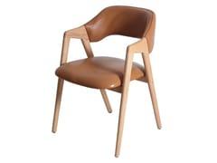 Sedia in legno con braccioli IKKITA   Sedia in pelle -