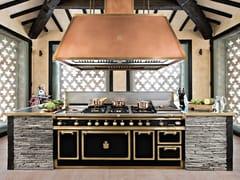 Cucina professionale su misura in acciaio con isolaJET BLACK & BURNISHED BRASS - OFFICINE GULLO