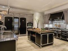 Cucina professionale su misura in acciaio inox con isolaJET BLACK & SATIN CHROME - OFFICINE GULLO