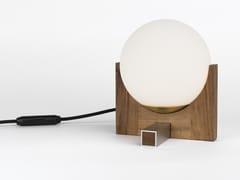 Lampada da tavolo in vetro opale con base in legnoJULIETTE.T - PASCAL AND PHILIPPE