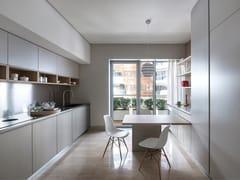 Cucina lineare su due lati con tavolo a sbalzoK6 | Cucina lineare con tavolo a sbalzo - TM ITALIA CUCINE