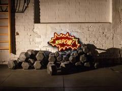 Lettera luminosa da parete al neonKAPOW - SYGNS
