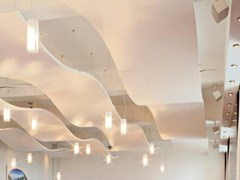 Isole acustiche in acciaio verniciato a polvereKNAUF ARMSTRONG METAL CANOPY - KNAUF CEILINGS SOLUTIONS