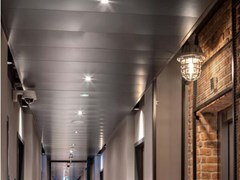 Pannelli per controsoffitto in metallo KNAUF ARMSTRONG METAL CORRIDOR - KNAUF CEILINGS SOLUTIONS