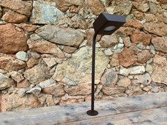 Paletto luminoso a LED in acciaio con vernice epossidicaKOKON   Paletto luminoso a LED - ARALIA - LYX-LUMINAIRES