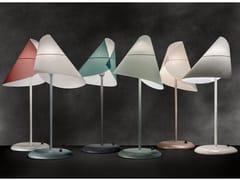 Lampada da tavolo orientabile in acciaio e PVCLA LUNE SOUS LE CHAPEAU - WARLI