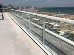 Balaustra in alluminio e vetro per finestre e balconiLA PESCHIERA - ALUSCALAE