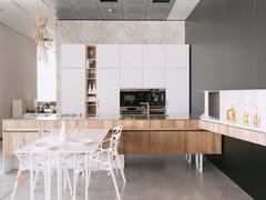 Cucina su misura in legno con isolaLINE - MAIULLARI